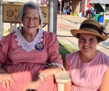 Sharon Ann Wertman & Ann Troyer, pioneer cooks